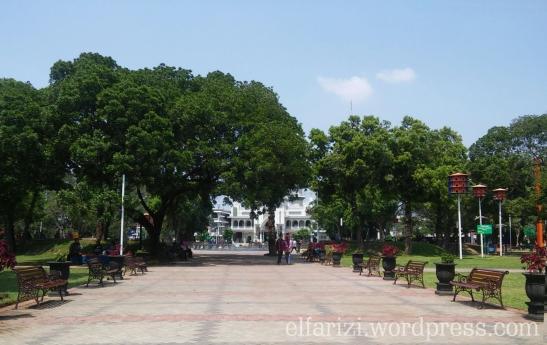 Salah satu sudut alun-alun Kota Malang.