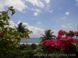 Pemandangan pantai dan laut dari depan Hotel Krisna Beach