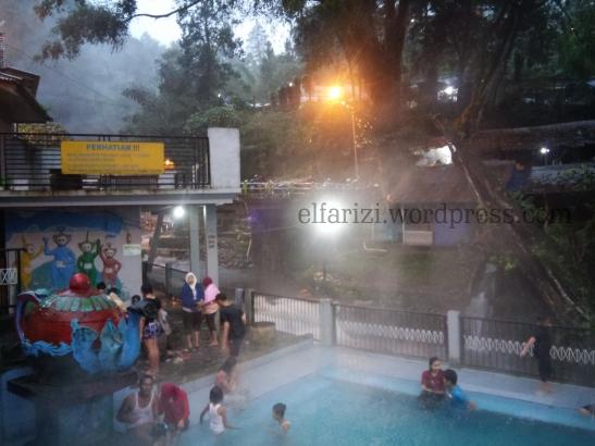 Salah satu pemandian di Kawasan Wisata Guci, Tegal. Suasana sesaat sebelum magrib.